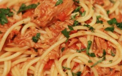Spaghetti a la puttanesca (tuna)